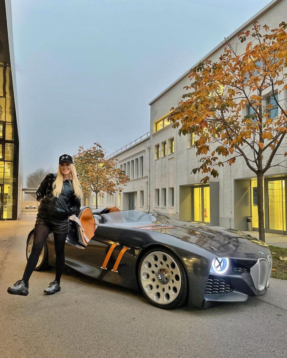 Do you like the look of this BMW?  #328hommage #bmw #supercarblondie – Alexandra Mary – supercar blondie 📰