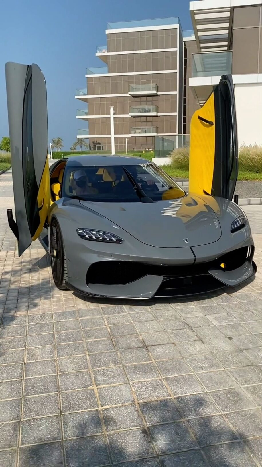 This is one of my favourite cars of 2020. This is the Koenigsegg Gemer – Alexandra Mary – supercar blondie 📰