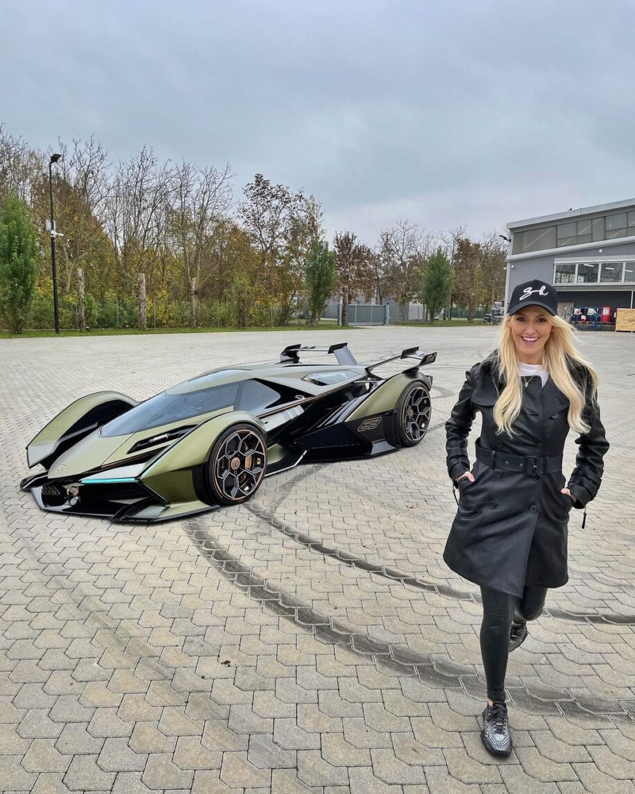 Yes this is real! The most insane car in the world!!!  See exclusive f – Alexandra Mary – supercar blondie 📰
