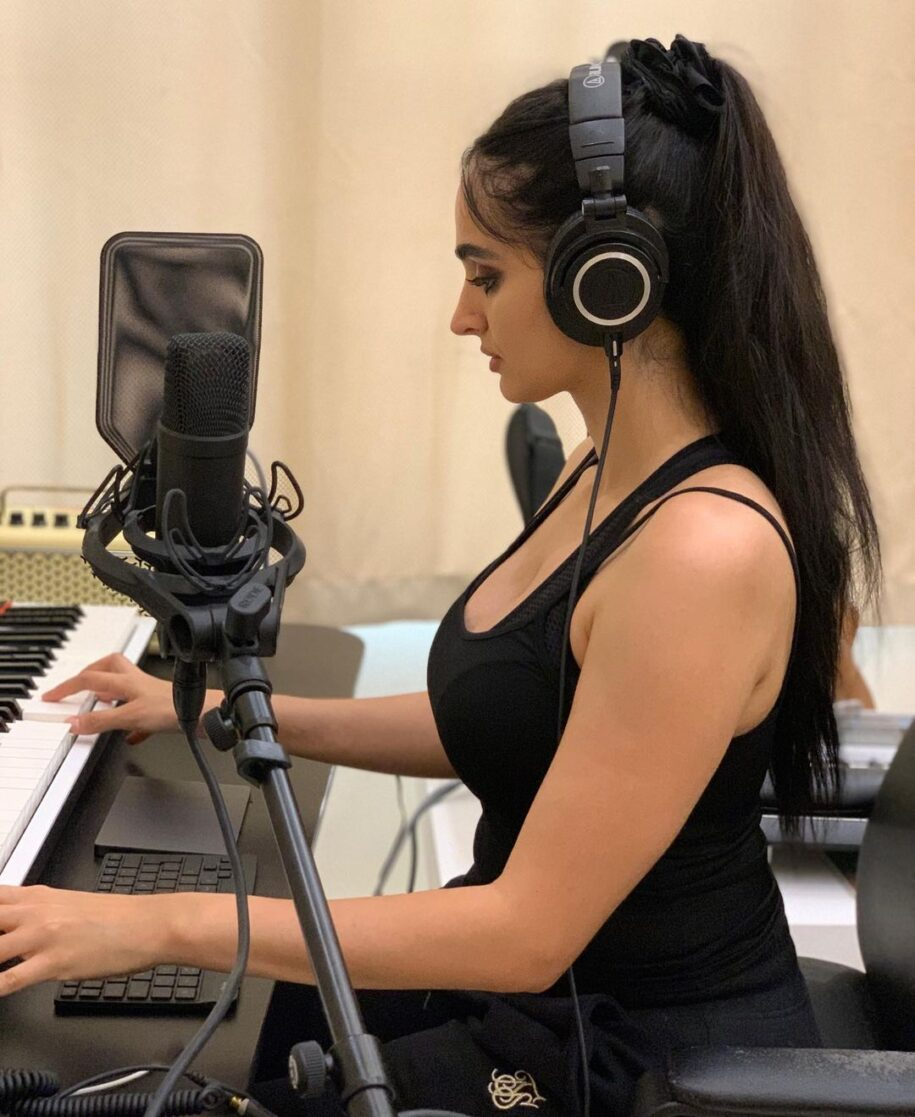 So the last month I been working on music production, thanks to my awe – Lana Rose @lanarose786 📰